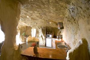 HR Cave - kitchen 03