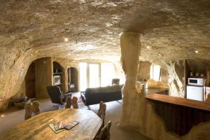 HR Cave - lounge kitchen dinning 03